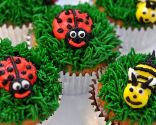 bees and ladybugs cupcakes - cu.jpg